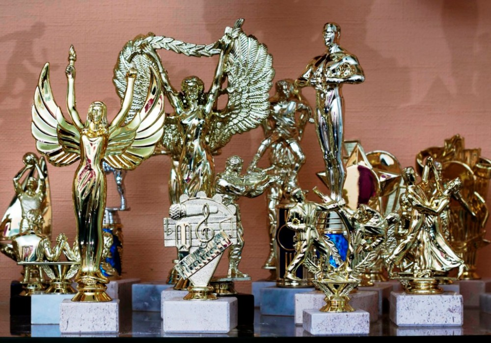 Figurines, trophies, awards
