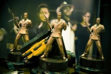 The winning team gets top prize GOLDEN GANGSTER in the team event - exclusive figurines Golden Gangster!